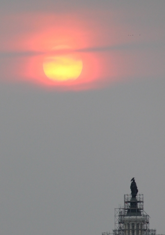 amazing-yellow-and-red-sun-in-dc-tonight_18689310504_o