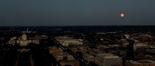 blue-moon-rises-over-dc-on-friday_20045970160_o