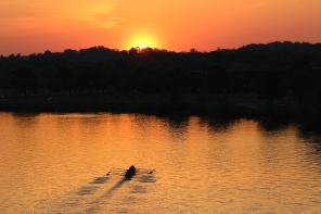 rowers-on-the-anacostia-at-sunrise_17210186348_o