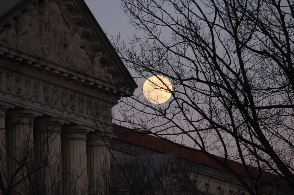 moon-over-dc-at-sunset-tuesday_28216326029_o