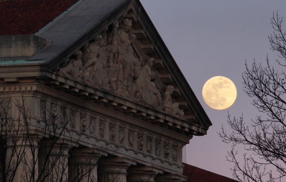 moon-over-dc-at-sunset-tuesday_39995178261_o